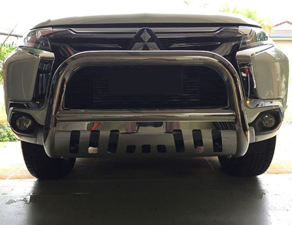 Mitsubishi-Pajero-Sport-2016---2018-Stainless-steel-nudge-bar-with-stone-guard