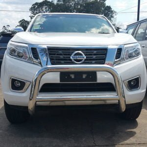 Nissan-Navara-NP300-2016---2018-Stainless-steel-nudge-bar