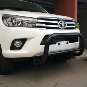 Toyota-Hilux-2016--2018-Black-steel-nudge-bar